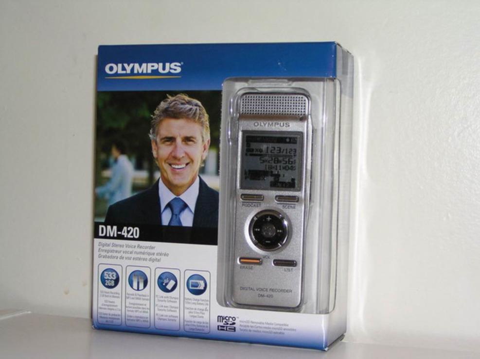 La cutie OLYMPUS DM-450 cu 12 luni garantie